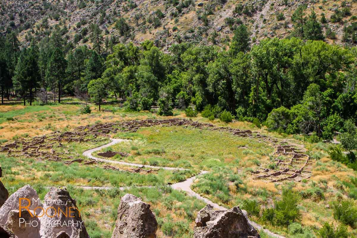bandelier pueblo ruins