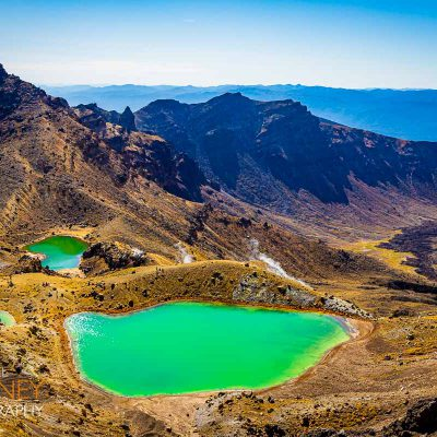 Emerald Lake on the Tongariro Alpine Crossing in New Zealand on a sunny day